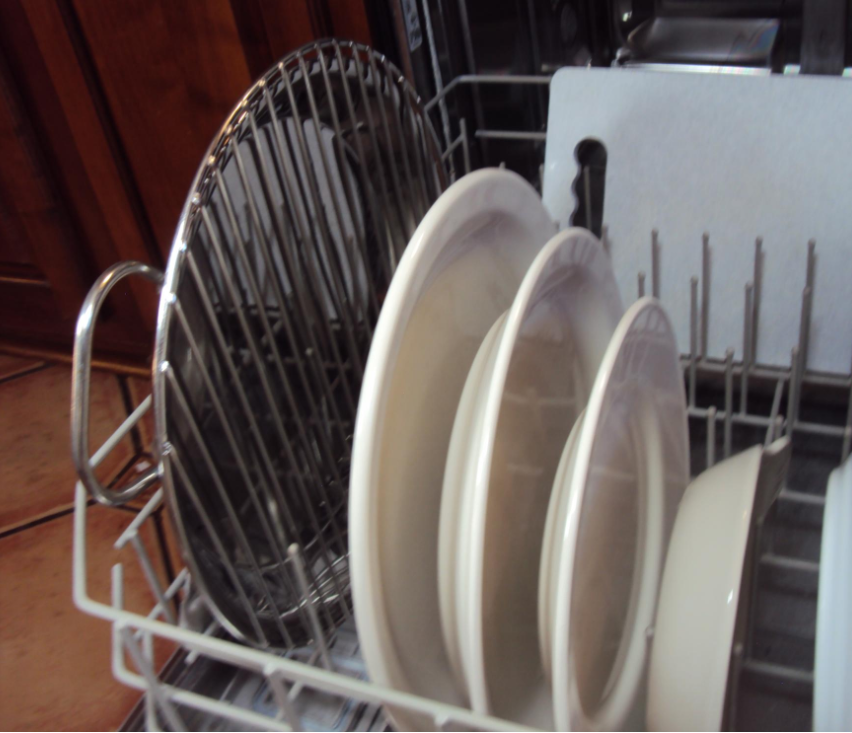 The Pan, The Rack, and The Tongs Clean Beaufifully in Your Dishwasher, too.Si
